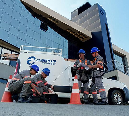 Equipe de instalação de internet fibra óptica Engeplus